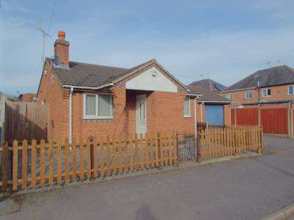 2 Bedrooms Bungalow for sale in Maple Avenue, Leicester