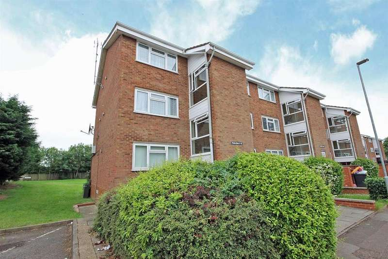 1 Bedroom Flat for sale in Riverside Close, Bedford