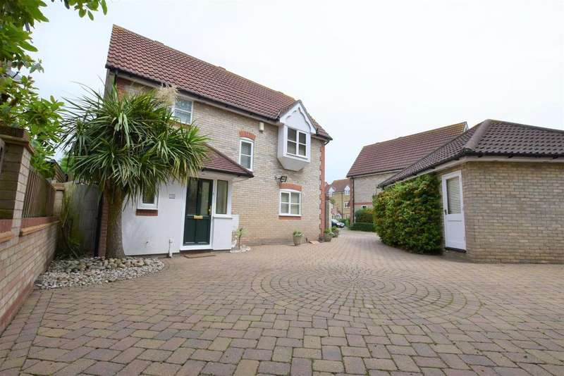 3 Bedrooms Detached House for sale in Heathfield Park Drive, Chadwell Heath, RM6