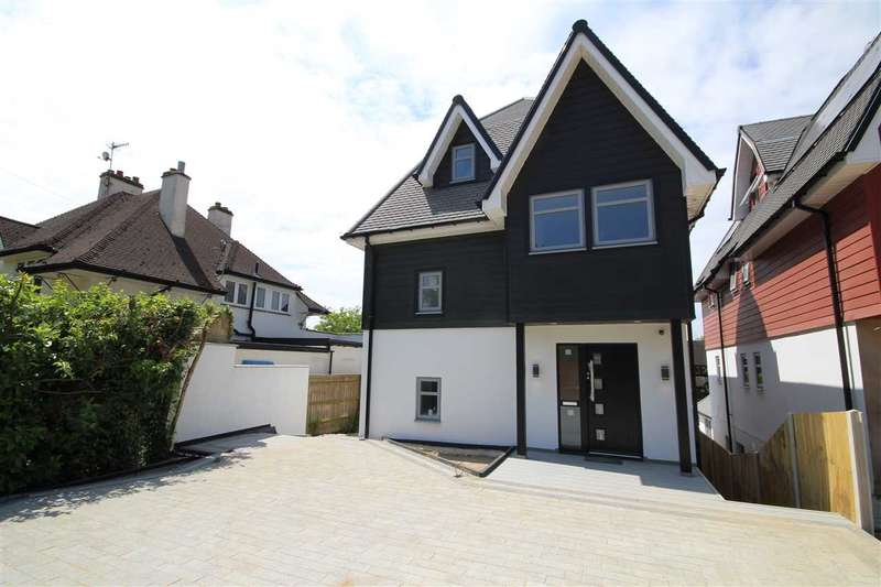 5 Bedrooms Detached House for sale in Green Lane, Oxhey, WD19.