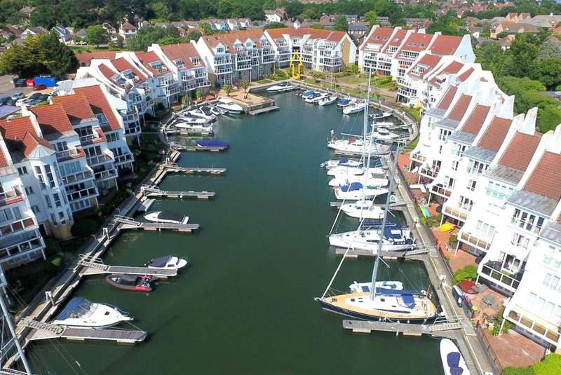 3 Bedrooms Apartment Flat for sale in Moriconium Quay, Hamworthy, Poole