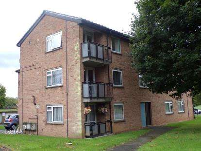 2 Bedrooms Flat for sale in Welland Court, Brickhill, Bedford, Bedfordshire