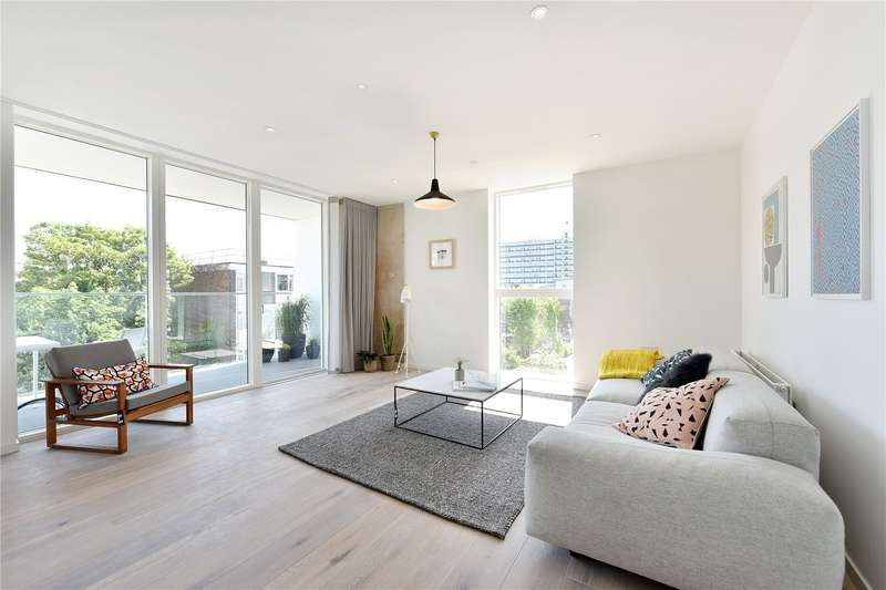2 Bedrooms Flat for sale in The Stack, Flat 8, 17 Daley Street, E9