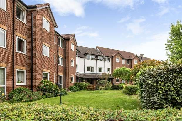 1 Bedroom Flat for sale in Bellbanks Road, Hailsham, East Sussex