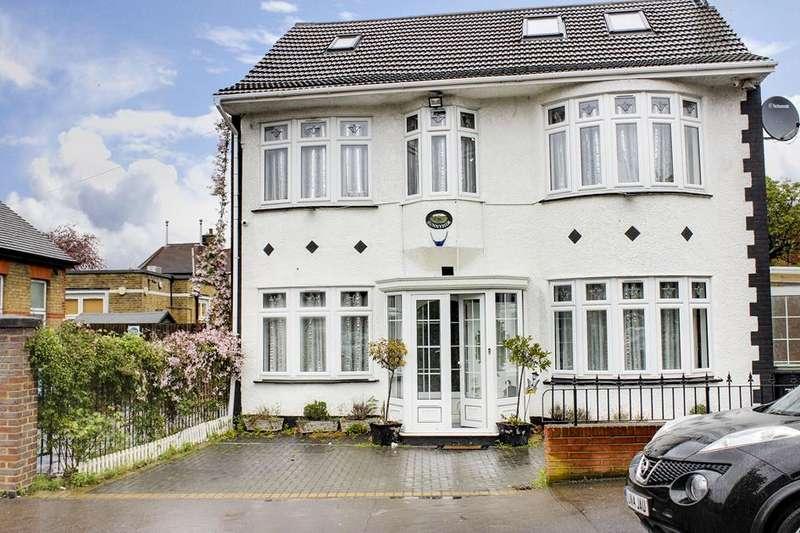 5 Bedrooms Detached House for sale in Glyn Road, Enfield, London, EN3
