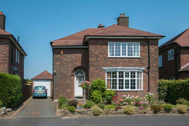 4 Bedrooms Detached House for sale in Graysands Road, Hale