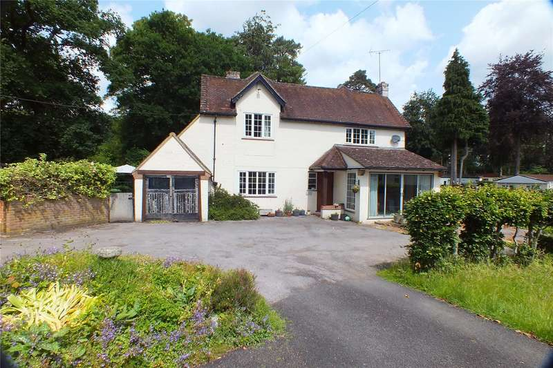 4 Bedrooms Detached House for sale in Award Road, Church Crookham, Fleet, Hampshire, GU52