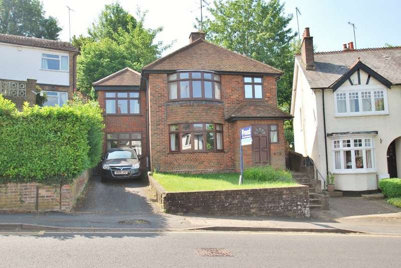 4 Bedrooms Detached House for sale in Eskdale Avenue, Chesham, HP5
