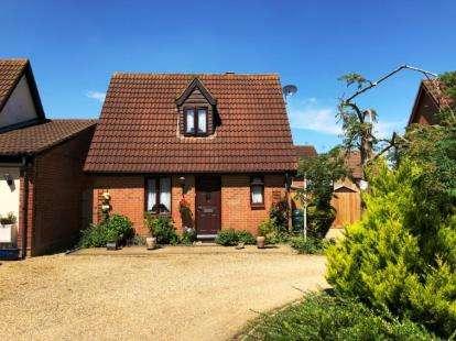 2 Bedrooms Bungalow for sale in Caesars Close, Bancroft, Milton Keynes, Bucks