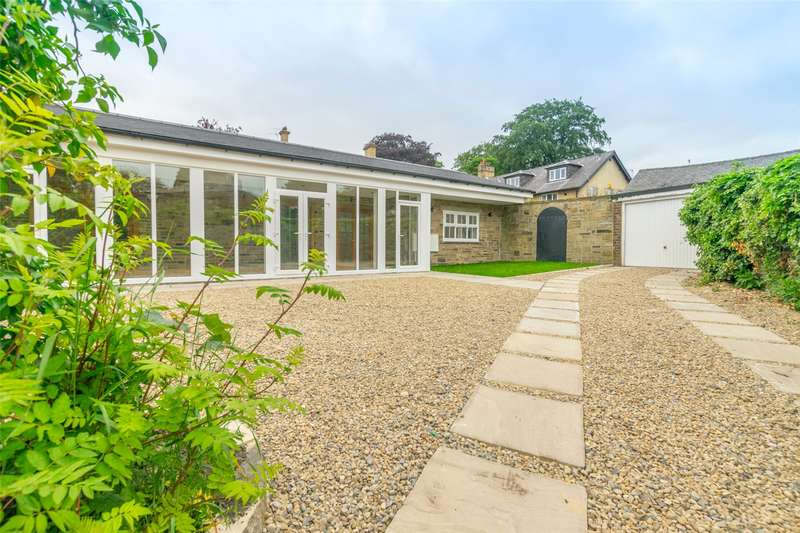 3 Bedrooms Detached Bungalow for sale in Aberford Court, Grove House Court, Leeds, West Yorkshire, LS8