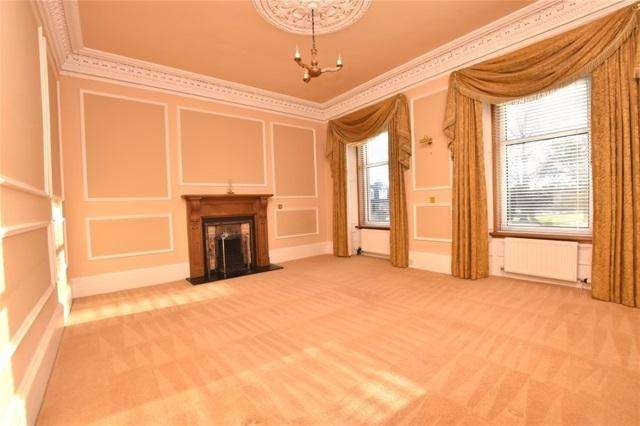 6 Bedrooms Terraced House for sale in Pitkerro Road, Dundee