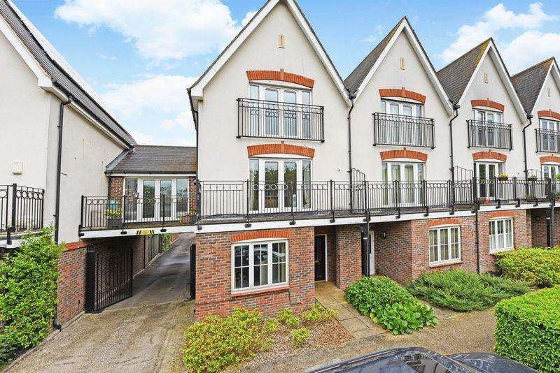 4 Bedrooms Terraced House for sale in Railton Road, Guildford