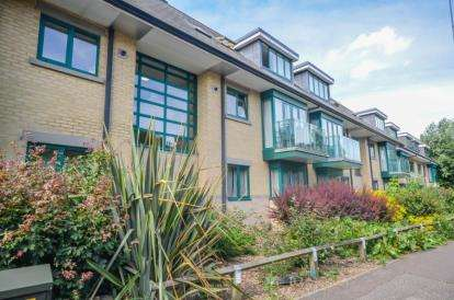 2 Bedrooms Flat for sale in Woodhead Drive, Cambridge, Cambridgeshire