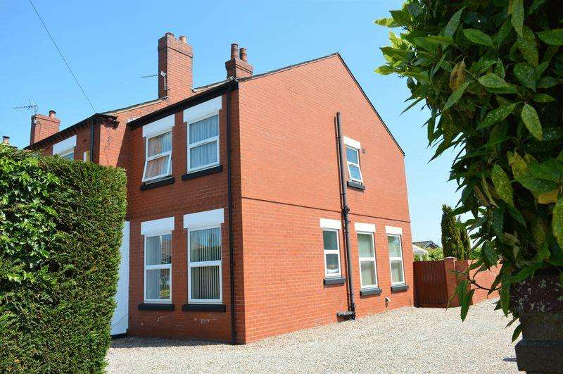 4 Bedrooms Semi Detached House for sale in Newton Road, Lowton, WA3 2BG