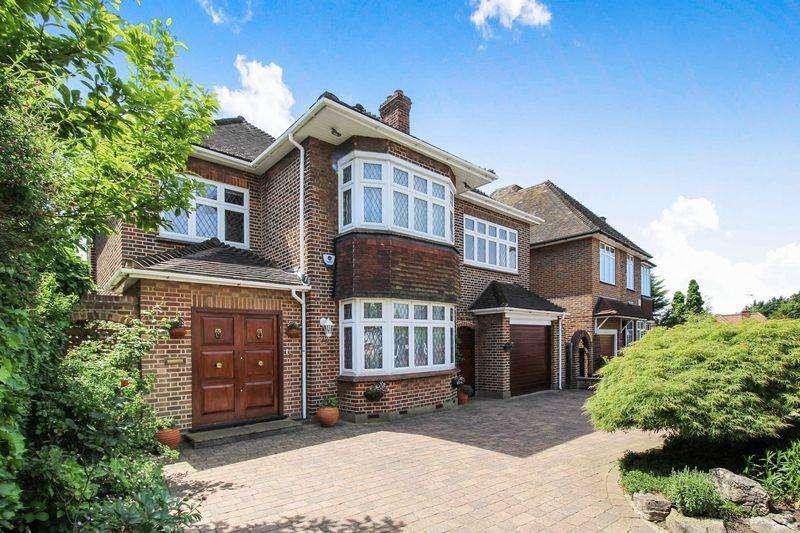 5 Bedrooms Detached House for sale in Langside Crescent Southgate N14