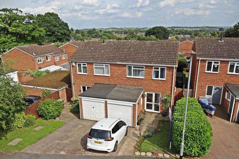 3 Bedrooms Semi Detached House for sale in Larkway, Flitwick