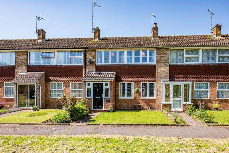 3 Bedrooms Terraced House for sale in Stratton Green, Aylesbury