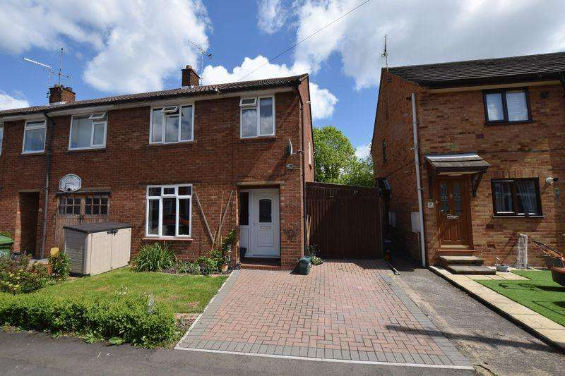 3 Bedrooms Semi Detached House for sale in Chiltern Street, Aylesbury