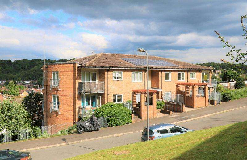 1 Bedroom Flat for sale in St Hughes Avenue, High Wycombe
