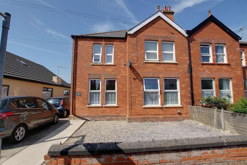 4 Bedrooms Semi Detached House for sale in George Street, Mablethorpe