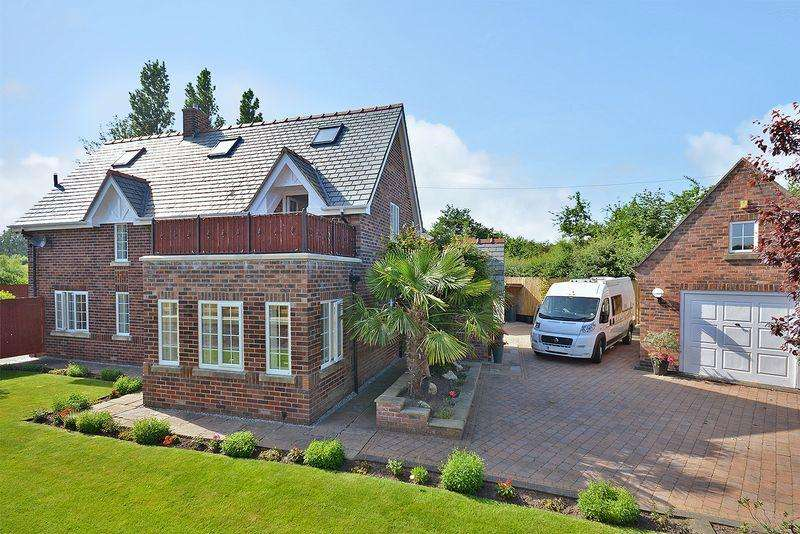 3 Bedrooms Detached House for sale in Weir Lane, Woolston, Warrington