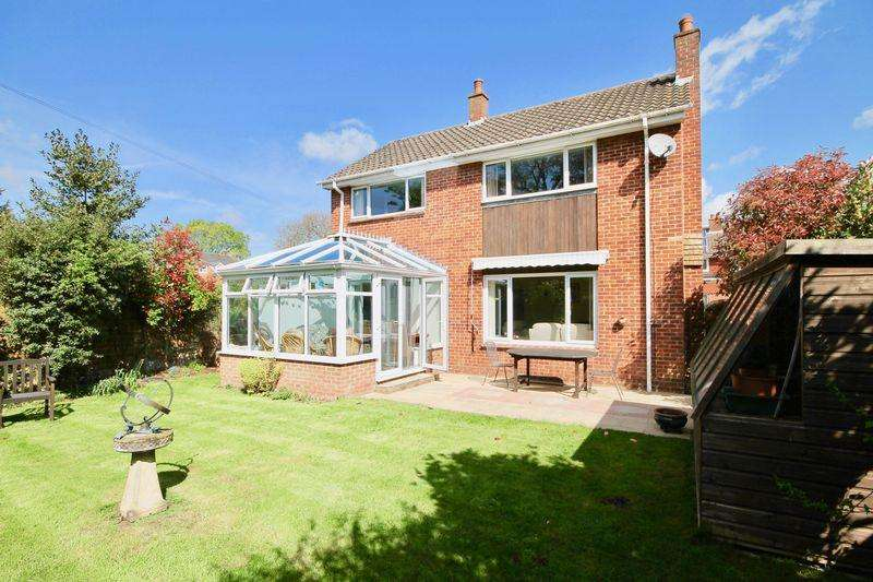 4 Bedrooms Detached House for sale in Highland Close, Emsworth