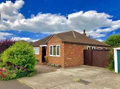 3 Bedrooms Bungalow for sale in Fox Gate, Newport Pagnell, Milton Keynes, Bucks