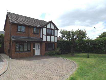 4 Bedrooms Detached House for sale in Lulworth Close, Brandlesholme, Bury, Greater Manchester, BL8