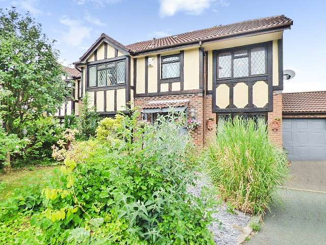 5 Bedrooms Detached House for sale in Garwood Close, Westbrook, Warrington