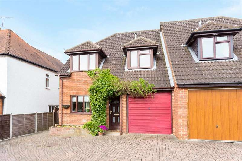 4 Bedrooms Semi Detached House for sale in Straight Bit, Flackwell Heath