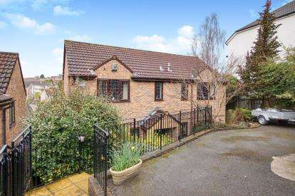 4 Bedrooms Detached House for sale in Church Road, Hanham, Bristol, Avon