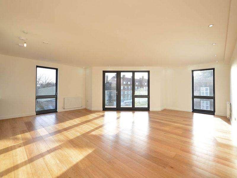 3 Bedrooms Flat for sale in Stewarts Lodge, 217 Stewarts Road, London, Greater London. SW8 4UU
