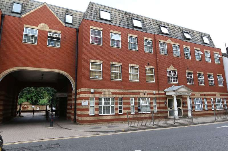 2 Bedrooms Apartment Flat for sale in Langham House East, Mill Street, Luton, Bedfordshire, LU1 2NA