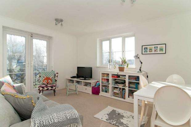 2 Bedrooms Apartment Flat for sale in Brompton Park Crescent Brompton Park Crescent, Fulham, SW6