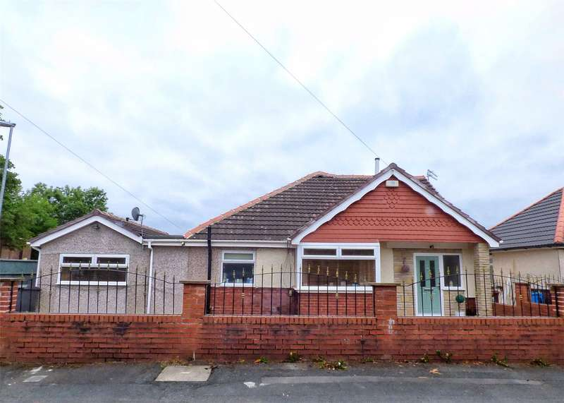 4 Bedrooms Detached Bungalow for sale in Greenhill Avenue, Shaw, Oldham, Greater Manchester, OL2