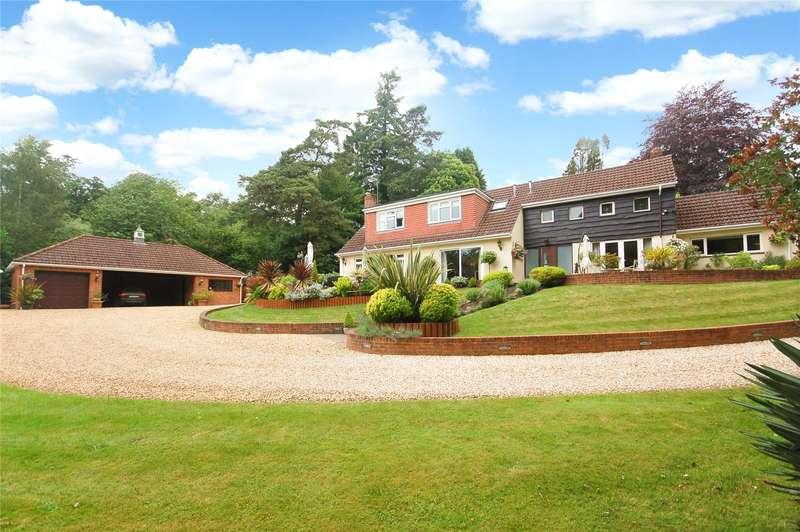 4 Bedrooms Detached House for sale in Oak Drive, Alderbury, Salisbury, Wiltshire, SP5