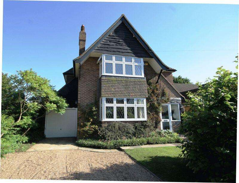 4 Bedrooms Detached House for sale in PRICE REDUCTION END OF CHAIN - GREAT BOOKHAM