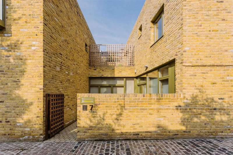 3 Bedrooms Terraced House for sale in Moray Mews, Finsbury Park
