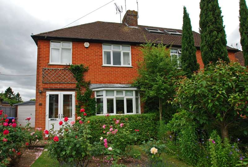 3 Bedrooms Semi Detached House for sale in Holtspur Top Lane, Beaconsfield, HP9