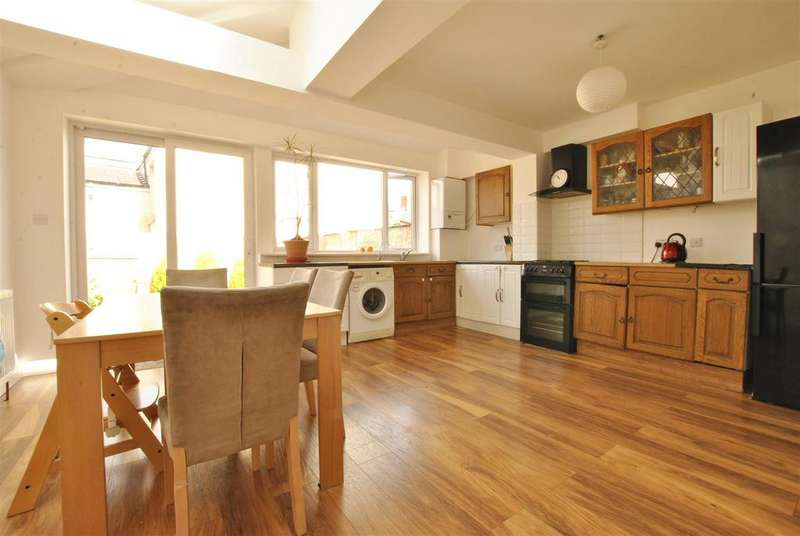 2 Bedrooms Terraced House for sale in St. Johns Lane, Bedminster, Bristol
