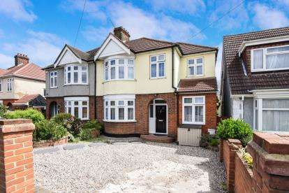 5 Bedrooms Semi Detached House for sale in Grays, Essex, .