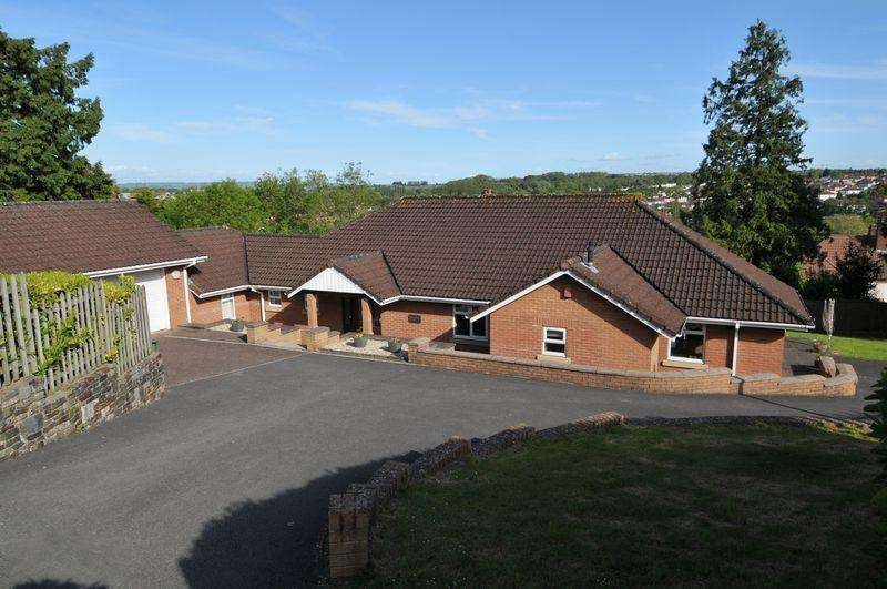 3 Bedrooms Detached Bungalow for sale in Shapcott Close, Knowle, Bristol, BS4