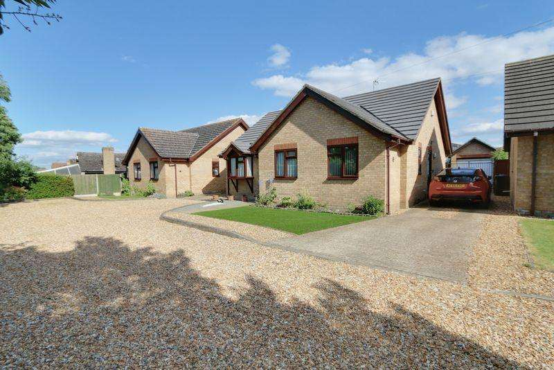 3 Bedrooms Detached Bungalow for sale in Field Gate, Sutton