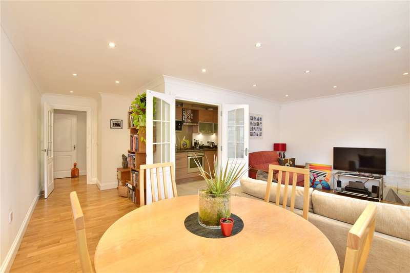2 Bedrooms Flat for sale in Lower Road, Chorleywood, Hertfordshire, WD3