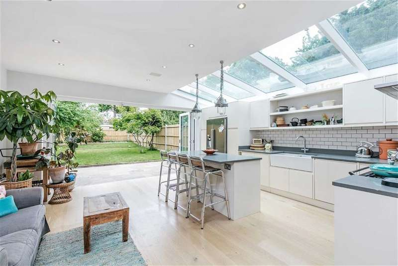 4 Bedrooms House for sale in Ramsdale Road, London