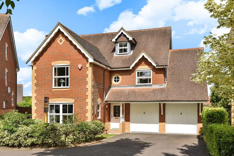 5 Bedrooms Detached House for sale in Redwing Road, Gabriel Park, Basingstoke, RG22