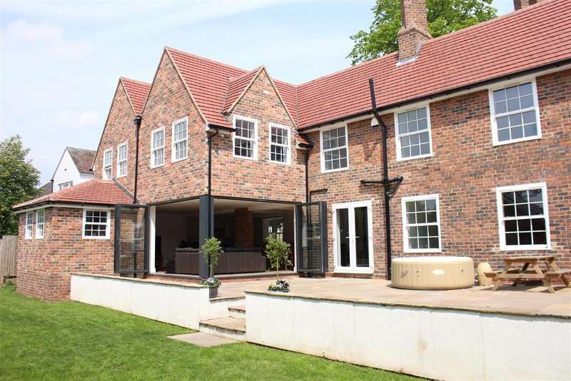 5 Bedrooms Detached House for sale in Tamworth, Staffordshire, B77
