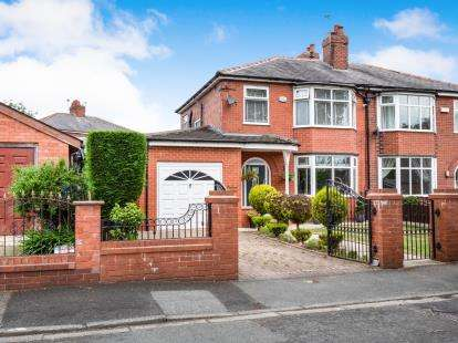 3 Bedrooms Semi Detached House for sale in Bedford Avenue, Worsley, Manchester, Greater Manchester