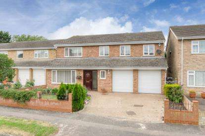 5 Bedrooms Detached House for sale in Colchester Way, Bedford, Bedfordshire