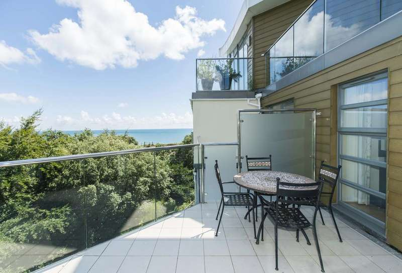 3 Bedrooms Flat for sale in Studland Road, Alum Chine, Bournemouth, Dorset BH4